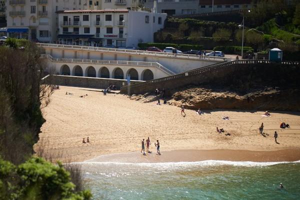 Vue de la plage du vieux port de Biarritz