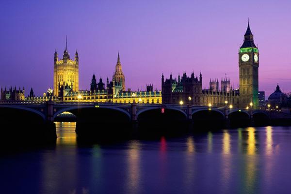 Vue de nuit du parlement de Londres et de Big Ben