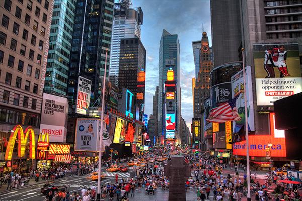 Photo de Times Square à New York à la tombée du jour